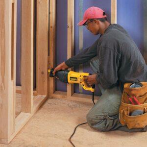 DEWALT 13 Amp Reciprocating Saw Kit