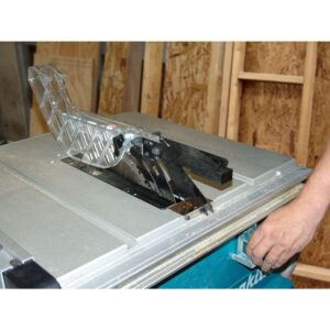Makita 15 Amp 10 in. Corded Contractor Table Saw with 25 in. Rip Capacity and 32T Carbide Blade