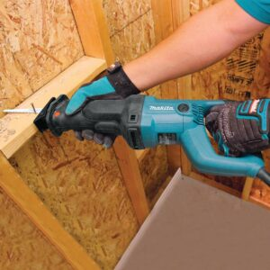 Makita 11 Amp Corded Variable Speed Reciprocating Saw With Wood Cutting Blade, Metal Cutting Blade and Hard Case, no lock-on