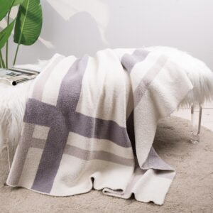 Glitzhome 60 in. L x 50 in. W, 1050g Knitted Polyester Geometric Pattern Feather Yarn Throw Blanket