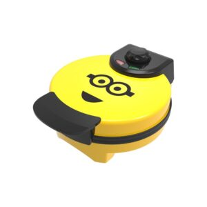 Uncanny Brands Minions Kevin Classic Waffle Maker Yellow